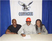 Baseball_signing_2016_parents_and_athlete.jpg